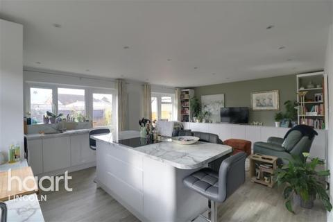 2 bedroom bungalow to rent - Aldergrove Close