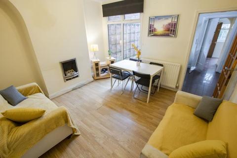 4 bedroom semi-detached house to rent - Warwards Lane, Selly Oak, B29