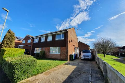 3 bedroom semi-detached house to rent - Sussex Drive