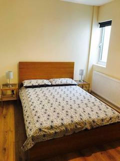 5 bedroom house share to rent - Double Room to Rent in Shared House in Tolworth Rise North, Surbiton