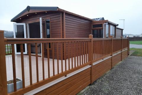 2 bedroom lodge for sale - Park Road, Sproatley East Riding of Yorkshire