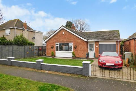 3 bedroom detached bungalow for sale - Laythorpe Avenue, Skegness, Lincs, PE25 3BX