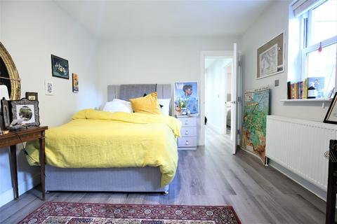 3 bedroom flat to rent - Hornsey Road, London
