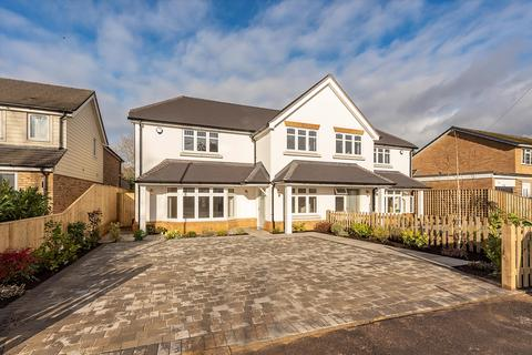 4 bedroom semi-detached house for sale - Wattleton Road, Beaconsfield, HP9