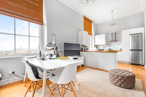2 bedroom flat for sale - Royal Herbert Pavilions, Gilbert Close, Shooters Hill