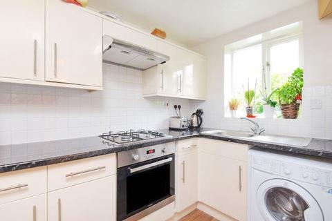 2 bedroom apartment to rent - Fairview Road, London, SW165PT