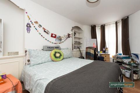 2 bedroom maisonette to rent - Caxton Road, Garden Flat, Shepherds Bush, London, W12 8aj