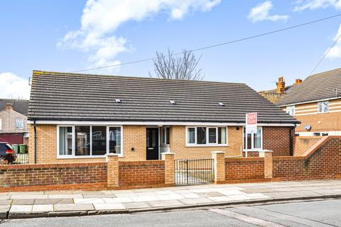 2 bedroom detached bungalow for sale - Freshney Drive, Grimsby, DN31