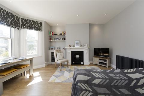 2 bedroom flat for sale - Devonport Road, Shepherd's Bush W12