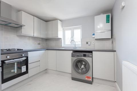 3 bedroom flat to rent - Elm Road, Leyton, E11