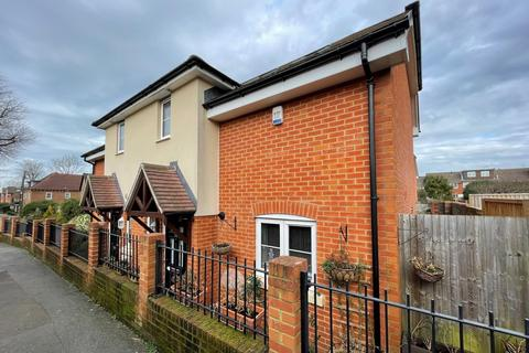 3 bedroom semi-detached house for sale - Southgate, Crawley, RH11