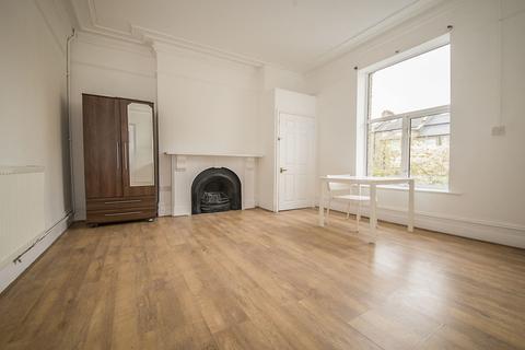 Studio to rent - Corinne Road, London, N19