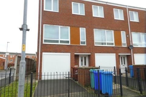 4 bedroom terraced house to rent - Denewell Avenue, Grove Village, Manchester