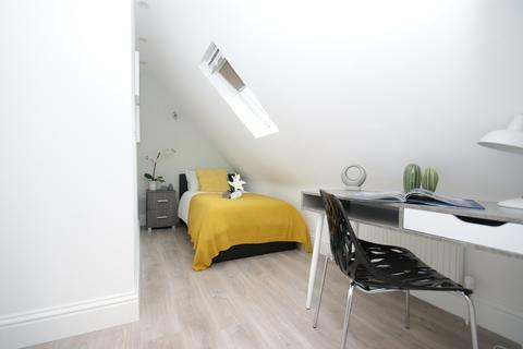 House share to rent - Du Cane Road, Ensuite Room Shared House
