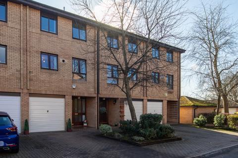 4 bedroom townhouse for sale - Mansionhouse Gardens, Langside, G41 3DP