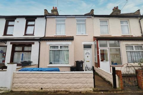 2 bedroom terraced house for sale - Roman Road, Ilford, IG1
