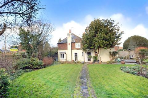 4 bedroom semi-detached house for sale - Horley, RH6