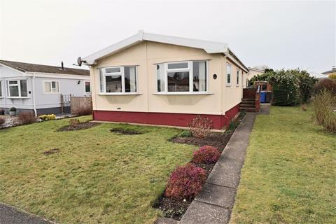 2 bedroom mobile home for sale - Highgrove Close, Lowestoft