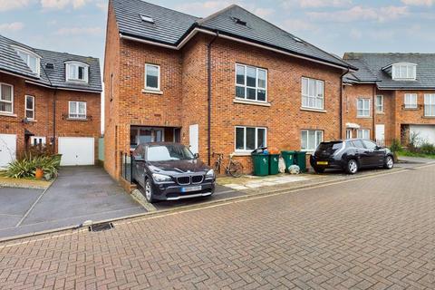 6 bedroom semi-detached house for sale - Victoria Mews, Crawley