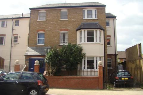 2 bedroom apartment to rent - Bow E3