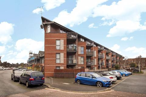 2 bedroom apartment for sale - 15 Page Road, Bedfont