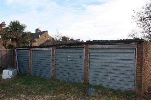 Garage to rent - Hubbard Road, London