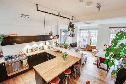 3 bedroom flat for sale - Elmstone Road, London