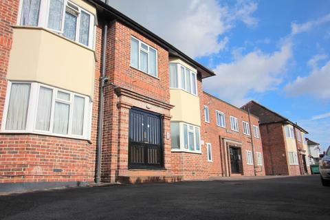 2 bedroom flat for sale - Brickwall Lane, Ruislip