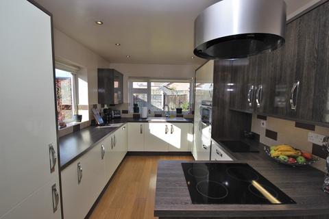 2 bedroom detached bungalow for sale - Grosvenor Road, Widnes, WA8
