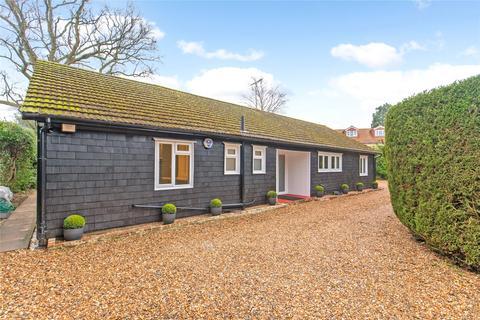 4 bedroom detached bungalow to rent - Lincoln Park, Amersham, Buckinghamshire, HP7