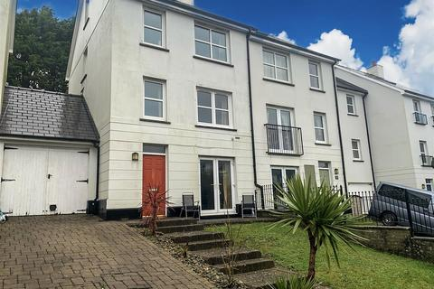 3 bedroom terraced house for sale - Kensington Gardens, Haverfordwest