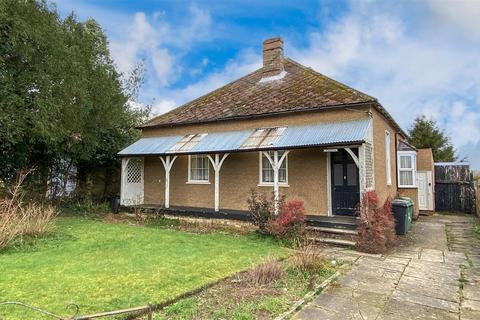 3 bedroom bungalow for sale - Leeds Road, Langley, Maidstone