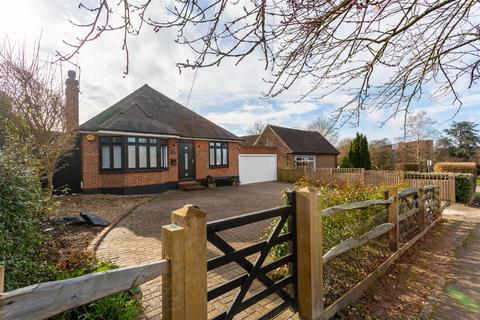 3 bedroom detached bungalow for sale - Great Tattenhams, Epsom