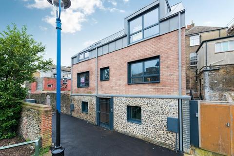 3 bedroom semi-detached house for sale - Albert Court, Ramsgate