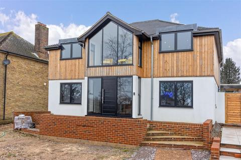 4 bedroom detached house for sale - Central Avenue, Worthing