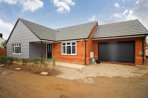 3 bedroom bungalow for sale - Main Road, Duston, Northampton