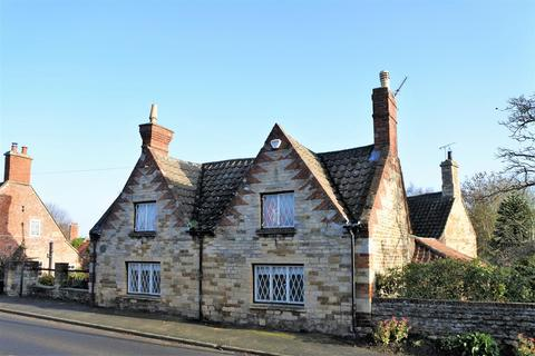 2 bedroom cottage for sale - High Road, Manthorpe, Grantham