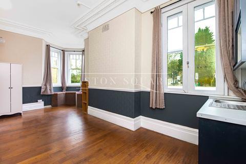 Studio to rent - Highgate Hill, London N19