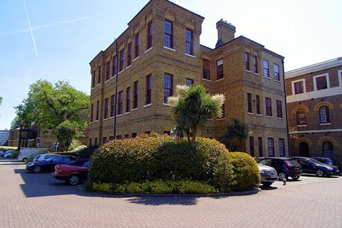 4 bedroom flat to rent - Osterley Gardens, Chevy Road, Southall, Middlesex, UB2