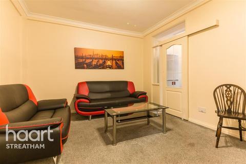3 bedroom flat to rent - Lessingham Avenue, SW17