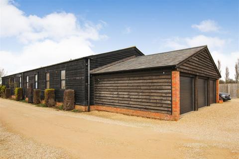 3 bedroom barn conversion for sale - Rowden Farm Barns, Ledburn