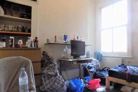 1 bedroom flat share to rent - Graham Road, London E8