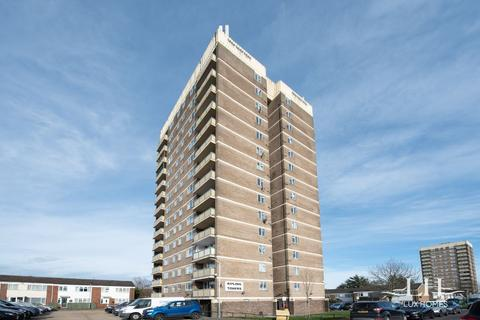 2 bedroom flat for sale - Kipling Towers, Heaton Avenue, Romford
