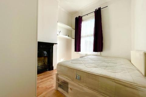 House share to rent - Hazelbank Road, London, SE6