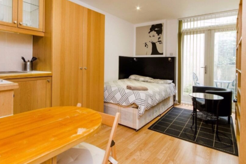 Studio to rent - Finchley Road, Hampstead, London NW3