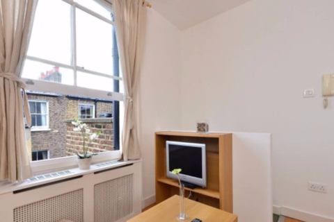 Studio to rent - West Cromwell Road, Earls Court, London SW5
