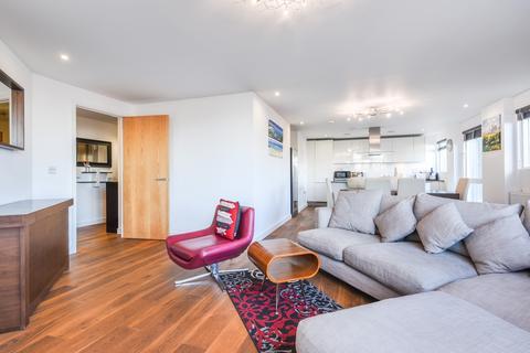 3 bedroom flat to rent - Seren Park Gardens London SE3