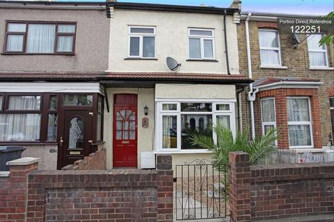 3 bedroom terraced house to rent - Harvey Road, Waltham Forest, London, E11