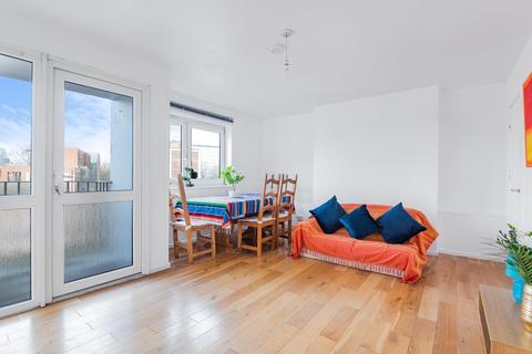 3 bedroom flat for sale - St. Saviours Estate, London SE1