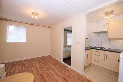 1 bedroom ground floor flat to rent - HARPER ROAD, Beckton, London. E6